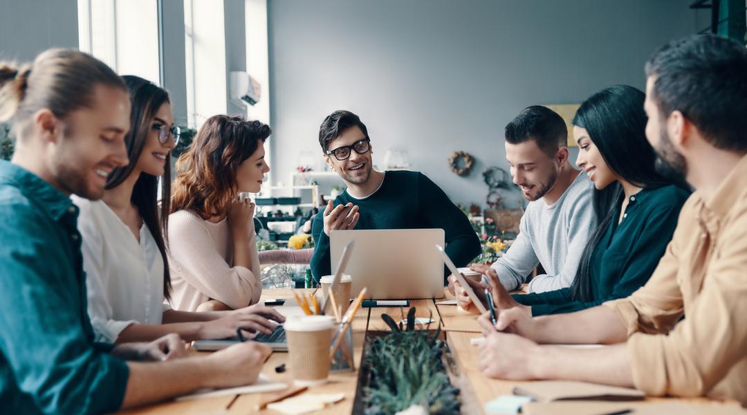 Blog-Solucionweb-Cinco-beneficios-de-contratar-una-agencia-de-marketing-digital-cover