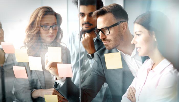 Blog-Solucionweb-Claves-para-trabajar-en-conjunto-marketing-y-ventas-tres